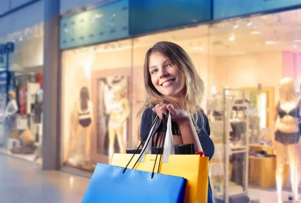 Bild Frau mit Einkaufstüten