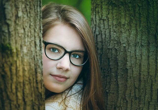 Bild Mädchen mit Brille